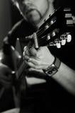 吉他弹奏者阶段 库存照片