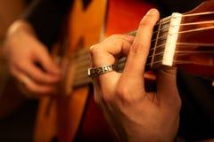 吉他弹奏者阶段 免版税库存照片