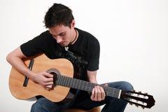 吉他弹奏者jon年轻人 库存照片