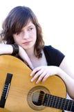 吉他执行者年轻人 免版税库存照片