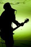 吉他演奏员剪影 免版税库存照片