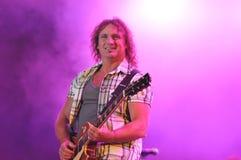 吉他生活表演球员 免版税库存照片