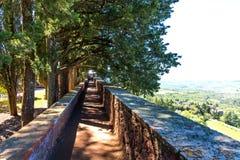 吉安迪地区,意大利- 2018年4月21日:帝堡城在锡耶纳附近的di Brolio、一座农村城堡、宫殿和庭院,托斯卡纳的区域, 免版税库存照片