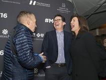 吉尔伯特戈特弗里德使Evie科尔贝尔和史蒂芬・科拜尔发笑 免版税库存照片