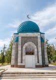 吉尔吉斯斯坦,伊塞克湖,村庄Kojoyar - 2016年8月12日:坟茔S 免版税库存照片