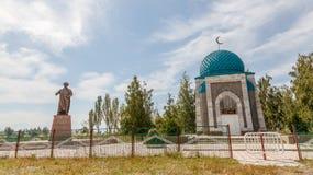 吉尔吉斯斯坦,伊塞克湖,村庄Kojoyar - 2016年8月12日:Monume 免版税库存照片