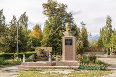 吉尔吉斯斯坦,伊塞克湖- 2016年8月18日:对英雄的纪念碑  库存照片