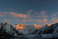 吉尔吉斯斯坦- Pobeda峰顶(托木尔峰) 7,439 m 库存图片