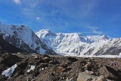 吉尔吉斯斯坦- Pobeda峰顶(托木尔峰) 7,439 m 图库摄影