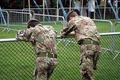 吉尔福德,英国- 2018年5月28日:两位年轻英国战士 库存图片