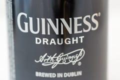 吉尼斯桶装啤酒能特写镜头反对白色 免版税库存照片