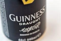 吉尼斯桶装啤酒能特写镜头反对白色 图库摄影