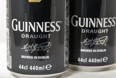 吉尼斯桶装啤酒装特写镜头于罐中反对白色 免版税库存图片