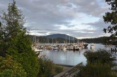 吉布森海湾的小游艇船坞 免版税库存图片
