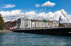 吉恩威,瑞士- 2012年8月03日:现代堤防的看法 库存照片