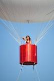 吉恩更加阴湿到达在一个热空气气球 库存图片