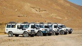 吉普徒步旅行队在撒哈拉大沙漠 免版税库存图片