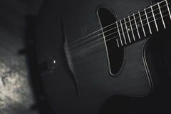 吉普赛吉他身体和脖子特写镜头视图  免版税库存图片