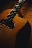 吉普赛吉他身体和脖子特写镜头视图  免版税库存照片