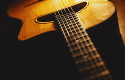 吉普赛吉他身体和脖子特写镜头视图  库存照片