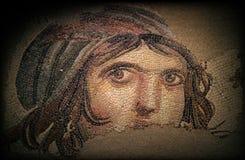 吉普赛女孩(盖亚)古老马赛克 库存图片