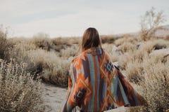 吉普赛神色的年轻行家旅客女孩 图库摄影