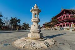 吉林wanshou寺庙石头灯笼 库存图片