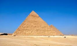 吉萨棉古老金字塔在开罗埃及附近的 库存图片