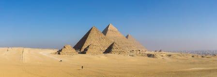 吉萨棉和狮身人面象,开罗,埃及伟大的金字塔  免版税库存照片