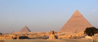 吉萨棉极大的金字塔狮身人面象日出 库存照片