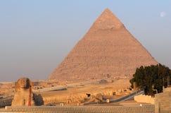 吉萨棉极大的金字塔狮身人面象 免版税库存图片