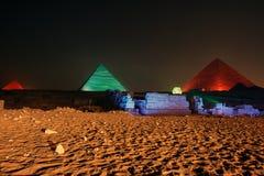 吉萨棉金字塔和狮身人面象、声音和光显示,开罗,埃及 库存照片