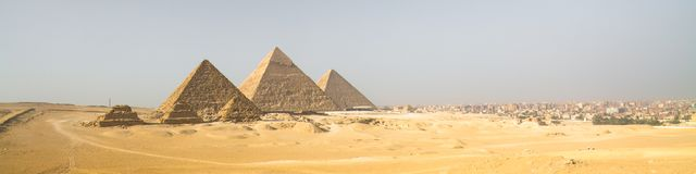 吉萨棉金字塔在开罗,埃及 免版税库存照片