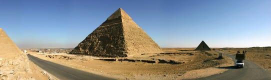 吉萨棉金字塔的全景  免版税库存照片