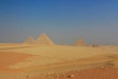 吉萨棉金字塔的全视图在开罗 埃及 免版税库存照片