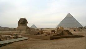 吉萨棉高原的狮身人面象伟大的金字塔 库存照片
