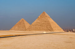吉萨棉高原,开罗的埃及金字塔 图库摄影
