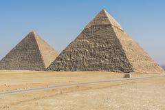 吉萨棉,埃及金字塔全视图  免版税库存图片