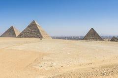 吉萨棉,埃及金字塔全视图  库存照片