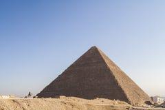 吉萨棉,开罗,埃及- 2006年12月23日:近骆驼的警察 库存图片