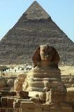 吉萨棉El开罗埃及狮身人面象和金字塔  库存照片