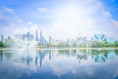 吉隆坡在蓝天视图的市地平线都市风景从山雀 免版税图库摄影