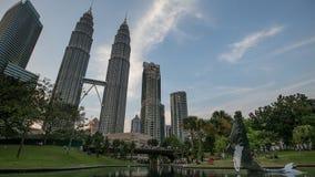 吉隆坡在蓝色小时日落期间的市中心 免版税库存照片