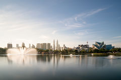 吉隆坡地平线和fountation在Titiwangsa在瓜拉停放 免版税库存照片