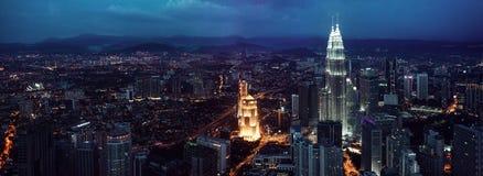 吉隆坡地平线在晚上,中心的看法 库存图片