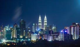 吉隆坡市地平线在晚上 免版税库存照片