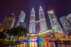 吉隆坡市都市风景夜间的 库存照片