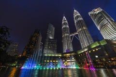 吉隆坡晚上天然碱耸立孪生 免版税库存图片