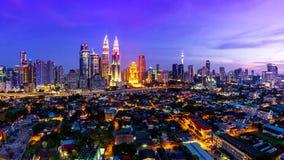 吉隆坡都市风景地标马来西亚4K天旅行地方对夜间流逝的 股票录像