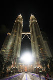吉隆坡马来西亚晚上天然碱塔孪生 图库摄影